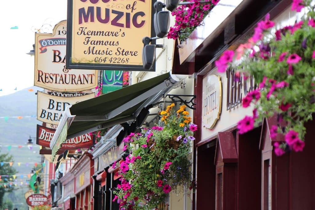 Cozy pubs and restaurants in Kenmare, Ring of Kerry, Ireland